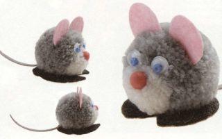 Как сделать мышку из помпонов из ниток
